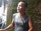 Purjanto atau Cipluk musisi campur sari sekaligus salah satu sahabat almarhum Didi Kempot di Kota Solo - foto: Koranjuri.com