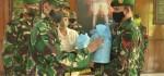 Danrem 163/WSA Serahkan Bingkisan Hari Raya untuk Prajurit
