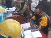 Anggota Satpol PP Gianyar yang melakukan rapid test di Kantor Satpol PP Gianyar, Selasa (26/5/2020) pagi - foto: Catur/Koranjuri.com