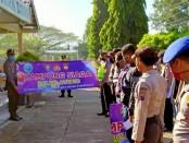 Kapolsek Bayan Iptu Sarbini, SH, saat mengukuhkan 26 Kampung Siaga Polda Jateng di wilayah Kecamatan Bayan, Jum'at (12/6/2020) - foto: Sujono/Koranjuri.com