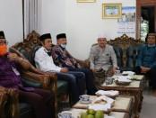 Bupati Purworejo Agus Bastian, saat mengunjungi sejumlah tokoh agama dan tokoh masyarakat, Kamis (4/6), dalam rangka persiapan menuju new normal - foto: Sujono/Koranjuri.com