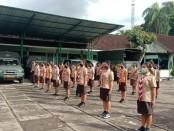 25 siswa dan siswi peserta latihan Pramuka Saka Wira Kartika yang  berasal dari berbagai sekolah menengah di Kabupaten Gianyar, mengikuti latihan kepramukaan di Markas Kodim 1616/ Gianyar, Jumat (05/06/2020) - foto: Istimewa