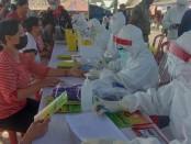 Pedagang Pasar Gianyar melakukan rapid tes, Kamis, 11 Juni 2020 - foto: Catur/Koranjuri.com