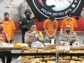Ganja seberat 336 kg yang dikirim melalui ekspedisi dari Lhokseumawe, Aceh tujuan Jakarta berhasil diungkap Polres Metro Jakarta Timur, dan 3 Pelaku kasus 3 kg sabu-sabu yang berhasil ditangkap - foto: Istimewa