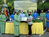 Yayasan Batik Indonesia (YBI) bersama Dharma Pertiwi Daerah J wilayah Bali membagikan 170 masker motif batik untuk masyarakat di Denpasar - foto: Istimewa