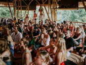 Foto yang viral di Sosial Media (sosmed) terkait adanya dugaan aktivitas yoga massal ditengah pandemi Covid-19 di House Of Om Bali, Jalan Raya Bona, Bitera, Gianyar - foto: Istimewa