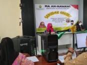 Seminar online, bertemakan 'Santri New Normal Masa Pandemi Covid-19' yang diadakan oleh MA An Nawawi Berjan, Purworejo, Sabtu (27/06/2020) - foto: Sujono/Koranjuri.com