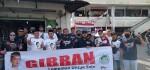 BBS Dan Semut Ireng Bagikan Masker Di Pasar Nusukan Solo