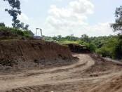 Proyek perbaikan jalan penghubung Sukawati-Tegenungan, Kamis (2/7/2020) - foto: Catur/Koranjuri.com