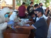 Puluhan wartawan melakukan rapid test yang difasilitasi Diskominfos Provinsi Bali dan Dinas Kesehatan Provinsi Bali di Wantilan Kertha Sabha Rumah Jabatan Gubernur Bali, Jayasabha, Sabtu (4/7/2020) - foto: Istimewa