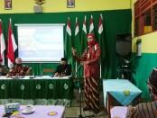 Prihestu Hartomo, S.Pd, M.Si, Kasi SMK dari Cabang Dinas Pendidikan Wilayah VIII Jateng, saat membuka pelaksanaan IHT MBS di SMK TKM Purworejo, Kamis (09/07/2020) - foto: Sujono/Koranjuri.com
