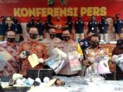 Subdit 5 Renakta Direktorat Reskrimum Polda Metro Jaya mengungkap pelaku child Grooming yang merupakan warga negara Perancis dengan korban 305 anak di bawah umur - foto: Istimewa