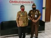 Kepala Kejaksaan Tinggi Bali Erbagtyo Rohan (kanan) dan Kepala Ombudsman RI Perwakilan Bali Umar Ibnu Alkhatab - foto: Istimewa