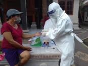 Aktivitas rapid test terhadap terkontak erat pasien Covid-19 - foto: Catur/Koranjuri.com