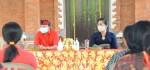 Serahkan Bantuan Covid-19, Gubernur Ajak Warga Jembrana Disiplin Protokol Kesehatan