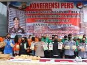 Jajaran Polda Metro Jaya mengungkap tiga jaringan pengedar narkoba selama bulan Juli 2020. Total barbuk yang diamankan yakni, 31,2 kilogram sabu-sabu, 235 kilogram ganja dan 2.823 butir pil ekstasi - foto: Istimewa