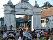 Sholat idul adha di halaman keraton solo - foto: Koranjuri.com