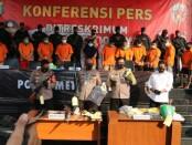 12 pelaku pembunuhan pengusaha di bidang pelayaran di Jakarta berhasil ditangkap tim gabungan Polda Metro Jaya dan Polres Metro Jakarta Utara - foto: Bob/Koranjuri.com