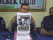 Barang bukti ditunjukan saat Press Confrence yang digelar di Mapolsek Ubud, Rabu (5/8/2020) - foto: Catur/Koranjuri.com