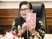 Penyair Bali Putri Suastini Koster - foto: Istimewa