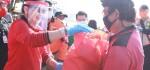 Ketua TP PKK Bali Bergerak Bersama Relawan Covid-19 di Kusamba Klungkung