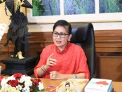 Ketua TP PKK Bali Putri Suastini Koster menjadi salah satu narasumber dalam Seminar Online Poltekkes Kemenkes Denpasar yang bertajuk 'Gerakan Pemberdayaan Perempuan Memutus Mata Rantai Covid-19', yang diadakan secara daring, Sabtu (15/8/2020) - foto: Istimewa