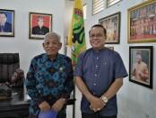 Rektor IKIP PGRI Bali, Dr. I Made Suarta, SH., M.Hum. (kanan) bersama Ketua YPLP IKIP PGRI Bali, Drs. IGB Artanegara, SH., MH., M.Pd. IKIP PGRI Bali sekarang telah bertransformasi menjadi Universitas Mahadewa Indonesia - foto: Koranjuri.com