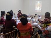 Penilaian lomba busana secara virtual yang diadakan oleh Yayasan Bina Wisata Ubud di Kantor Lurah Ubud, Kamis (27/8/2020) - foto: Catur/Koranjuri.com