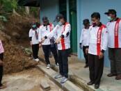 Bupati Purworejo Agus Bastian, dalam kunjungannya ke SMPN 24 dan SMPN 39 di Kecamatan Kaligesing, Kamis (10/09/2020) - foto: Sujono/Koranjuri.com