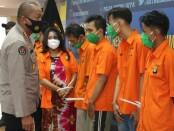 Polda Metro Jaya mengungkap sejumlah kasus kejahatan dengan para tersangka diekspose ke publik, Rabu, 9 Agustus 2020 - foto: Bob/Koranjuri.com