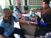 Puluhan Warga Binaan Pemasyarakatan (WBP) Rutan Purworejo menjalani pemeriksaan kesehatan dalam rangka skrining TB (Tuberkulosis) dan pelayanan Posbindu, Jum'at (18/09/2020) - foto: Sujono/Koranjuri.com