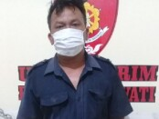 Pelaku pencurian tabung gas, I Dewa Putu Rai (47) saat diamankan di Mapolsek Sukawati - foto: Catur/Koranjuri.com