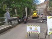 Proyek pengerjaan jalan penghubung Desa Kemenuh denngan Sukawati - foto:  Catur/Koranjuri.com