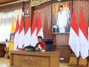 Gubernur Bali Wayan Koster saat mengikuti Sosialisasi Renovasi Venue Utama dan Lapangan Latihan Piala Dunia U-20 di Provinsi Bali melalui daring di Denpasar, Kamis, 24 September 2020 - foto: Istimewa