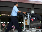 Wisatawan asing di Bandara Ngurah Rai sebelum pandemi covid-19 - foto: Koranjuri.com