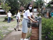 Peserta Edutrips yang menjadi duta wisata dalam mengkampanyekan protokol kesehatan di seluruh destinasi wisata di Bali - foto: Koranjuri.com