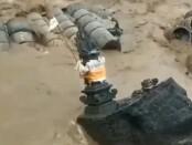 Tiang listrik tegangan rendah milik PLN Gianyar yang miring akibat bencana alam di wilayah Desa Bakbakan Gianyar Sabtu (10/10/2020) kemarin - foto: Catur/Koranjuri.com