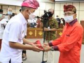 Gubernur Bali Wayan Koster melantik Kepala Biro Organisasi Pemerintah Provinsi Bali, I Wayan Sarinah sebagai Penjabat Sementara (Pjs) Bupati Karangasem - foto: Istimewa