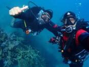 Salah satu atraksi perawatan terumbu karang di perairan Pemuteran yang ditampilkan secara virtual di event Pemuteran Bay Festival 2020 - foto: Istimewa