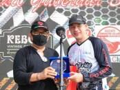 Wagub Bali Tjokorda Oka Artha Ardhana Sukawati bersama selebriti Ari Wibowo saat mengikuti touring Ducati Owners Club Indonesia (DOCI) di Denpasar - foto: Istimewa