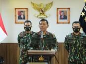 Kapolri Jenderal Idham Azis memberikan keterangan dari Rumah Dinas Kapolri, Jalan Pattimura, Jakarta Selatan, Sabtu (14/11/2020) – foto: Bob/Koranjuri.com
