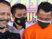 Tersangka SW (52), penjaga SD yang tega memperkosa keponakannya sendiri (kanan), bersama Kabag Ops Polres Purworejo Kompol Minarto dan Kasatreskrim AKP Agil Widyas Sampurna, Kamis (05/11/2020) - foto: Sujono/Koranjuri.com