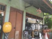 Dilema pemilik Artshop di wilayah Ubud, Gianyar, harus menutup usaha karena sepi pembeli - foto: Catur/Koranjuri.com