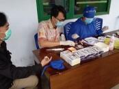 Para pengawas pemilu di Kabupaten Purworejo saat menjalani rapid test - foto: Sujono/Koranjuri.com