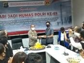 Humas Polda Metro Jaya menggelar syukuran di Kantor Bidang Humas PMJ dalam memperingati Hari Jadi Humas Polri Ke-69, Senin, 2 November 2020 - foto: Bob/Koranjuri.com