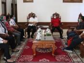 Direktur Utama Perum Pengangkutan Penumpang Djakarta (PPD) Pande Putu Yasa saat melakukan audiensi dengan Gubernur Bali Wayan Koster di Rumah Jabatan Gubernur Bali, Jaya Sabha, Rabu (4/11/2020) - foto: Istimewa