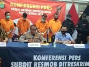 Subdit 3 Resmob Direktorat Reskrimum Polda Metro Jaya mengamankan 5 pelaku dalam kasus penusukan saat acara debat calon Walikota Makasar dan Wakil Calon Kota Makasar di Jakarta - foto: Bob/Koranjuri.com