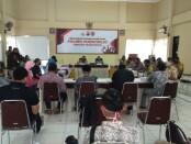 Suasana acara Gendu-gendu Roso antara wartawan dengan jajaran Polres Purworejo, Jum'at (13/11/2020) - foto: Sujono/Koranjuri.com
