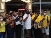 Paslon nomer urut 2 AMERTA blusukan di Pasar Sindhu dan Pasar Intaran, Sanur, Sabtu (14/11) pagi - foto: Istimewa