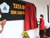Gubernur Wayan Koster meresmikan Gedung Praktikum Siswa Tata Boga di SMK Giri Pendawa di Kabupaten Karangasem, Senin, 30 November 2020 - foto: Istimewa